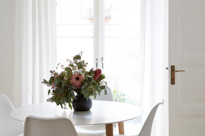 Torsgatan Stockholm flowers bukett white romantic romance diningroom Fantasticfrank