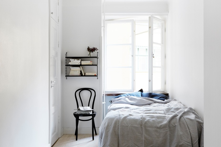 Igeldammsgatan Stockholm bedroom linnen linne string strining blue grey window Fantastic Frank