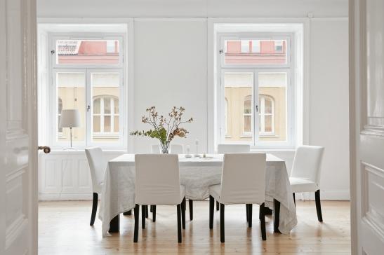 Rådmansgatan Stockholm livingroom white flowers Fantastic Frank