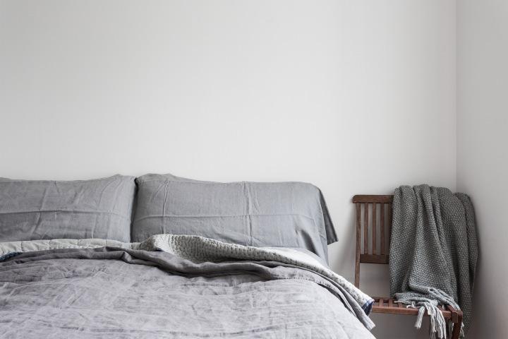 Rorgängargatan Stockholm bedroom grey white linnen blanket Fantastic Frank