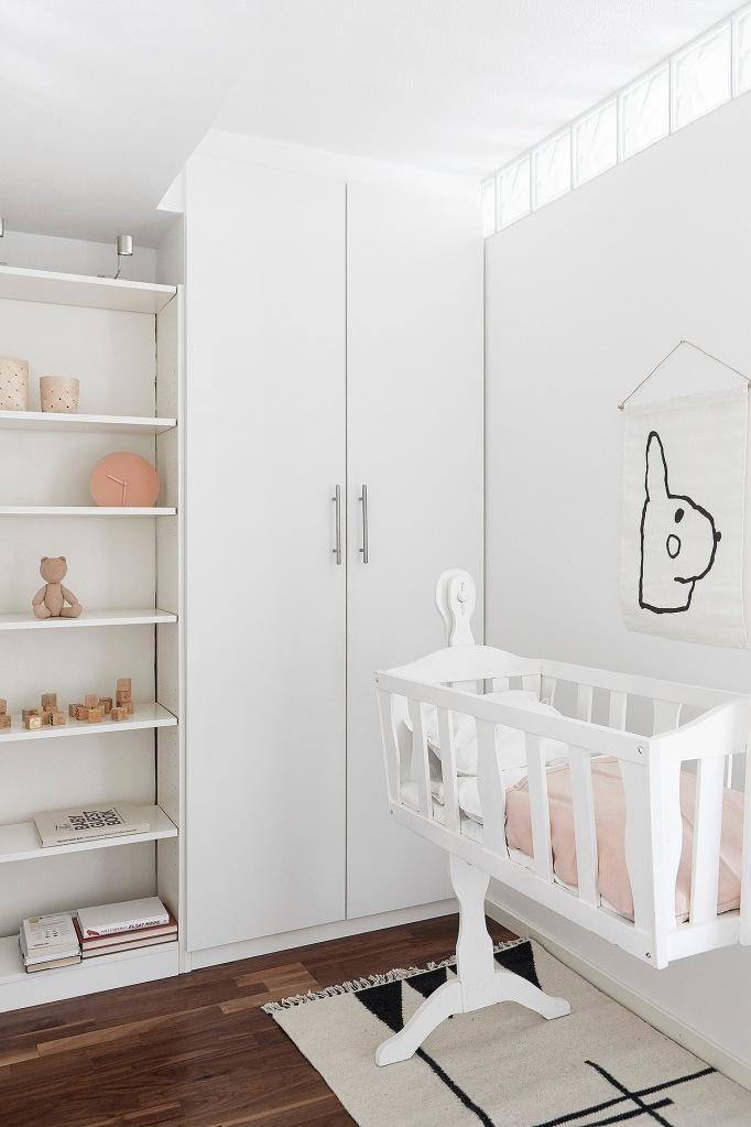 Ruddammsvägen Stockholm baby crib pink white Fantastic Frank