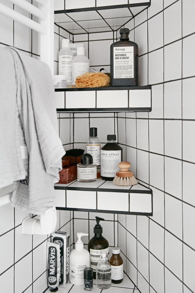 Samaritgränd Stockholm bathroom aesop sponge brush Fantastic Frank