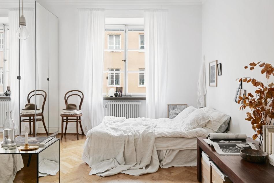 Samaritgränd Stockholm bedroom mirrors autumn linnen window Fantastic Frank