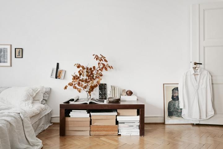 Samaritgränd Stockholm bedroom table books tärningar art shirt door autumn linnen Fantastic Frank