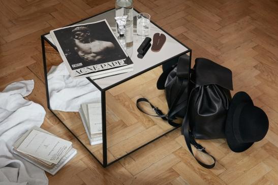 Samaritgränd Stockholm livingroom mirrors acne paper linnenwater Fantastic Frank