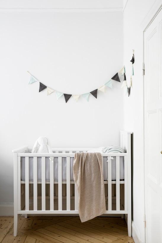 Skånegatan Stockholm kids room vimplar crib Fantastic Frank