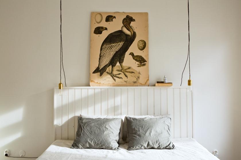 Tjärhovsgatan Södermalm bedroom bird brass panel bed linnen Fantastic Frank