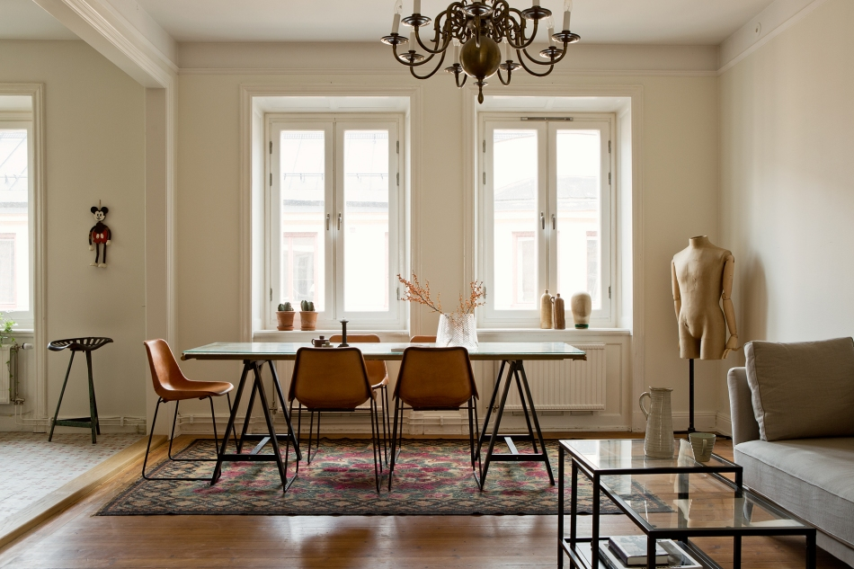 Tjärhovsgatan Södermalm livingroom takkrona mouse sofa provdocka Fantastic Frank