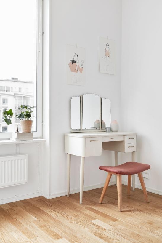Bedroom pink toalettbord smink mirror konst Stockholm Fantastic Frank