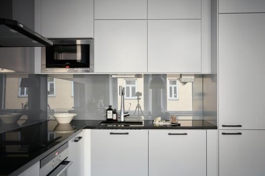 birkagatan-kök-spegel-glas-mirror-kitchen-fantastic-frank