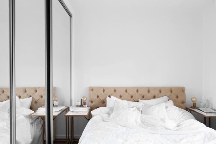 Götgatan Södermalm bedroom mirrors walk in closet brown white sänggavel Fantastic Frank