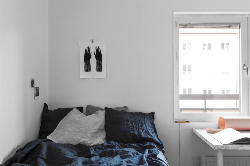 Götgatan Södermalm linnen blue bedroom pink window Fantastic Frank