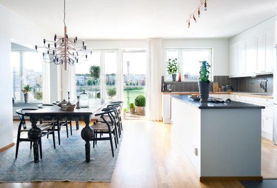 henriksdalskajen Hammarby Sjöstad Kitchen diningroom blacony Flos Stockholm Fantastic Frank