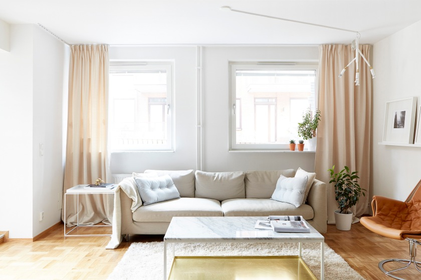 sehlstedtsgatan-vardagsrum-begie-lampa-kvist-marmor-mässing-jetson-fantastic-frank