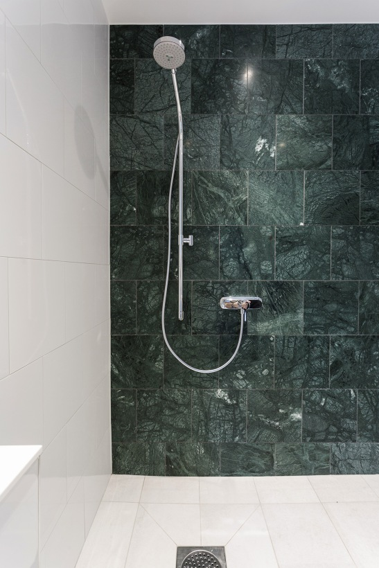 shower green marble obelisken
