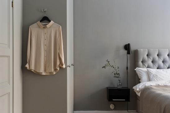 västmannagatan-sovrum-hängare-gråton-grått-sänggavel-fantastic-frank