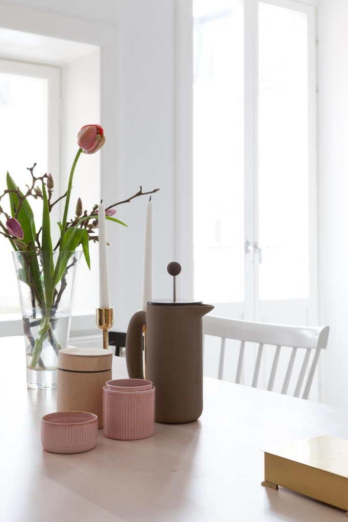 Bondegatan Södermalm kitchen pink coffee spring tulips brass wood fantastic frank