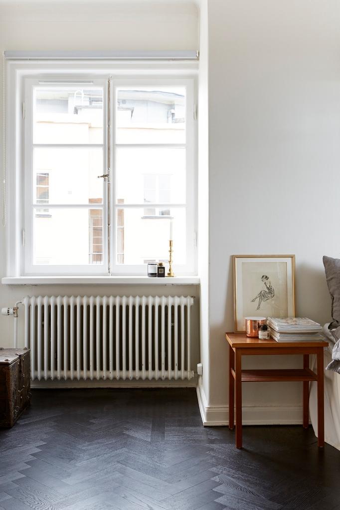 Igeldammsgatan bedroom black floor fiskbensparkett Fantastic Frank