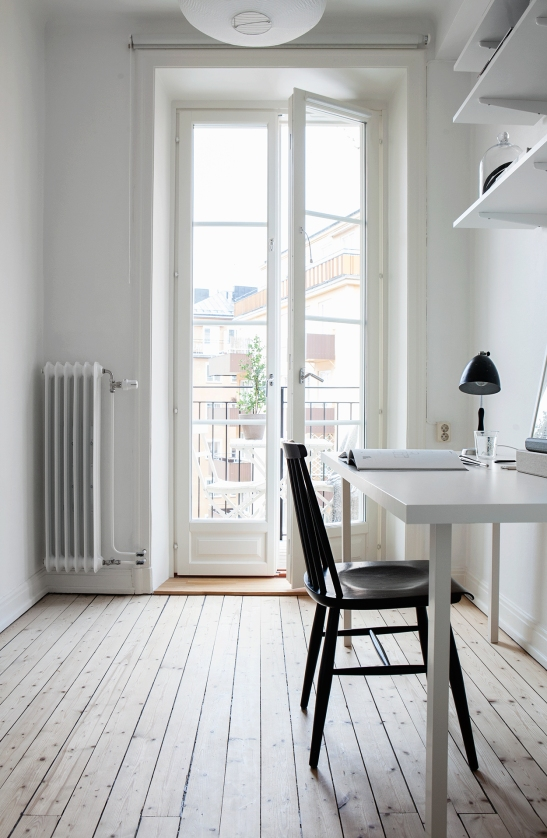 Ringvägen Södermalm balcony wooden floor redwood furu office space view Fantastic Frank