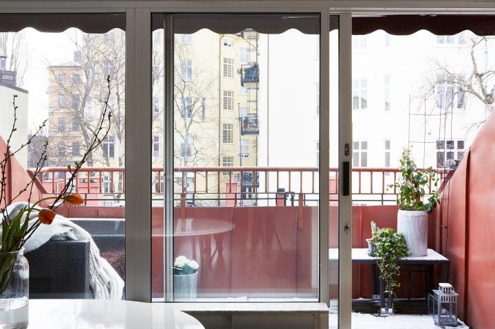Tegnergatan balcony red tulips view Fantastic Frank