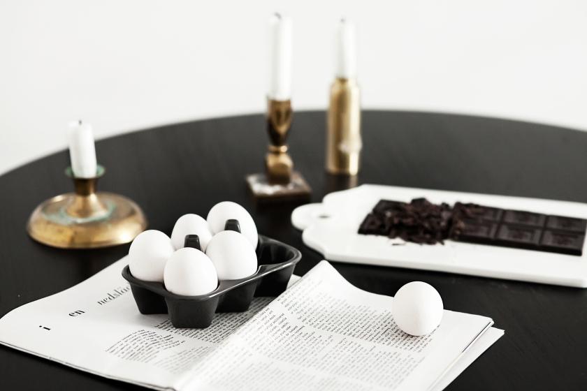 Luntamakargatan Linnea salmen anna malmberg dahl by dahl Eggs paper chocolate black table candles brass fantastic frank