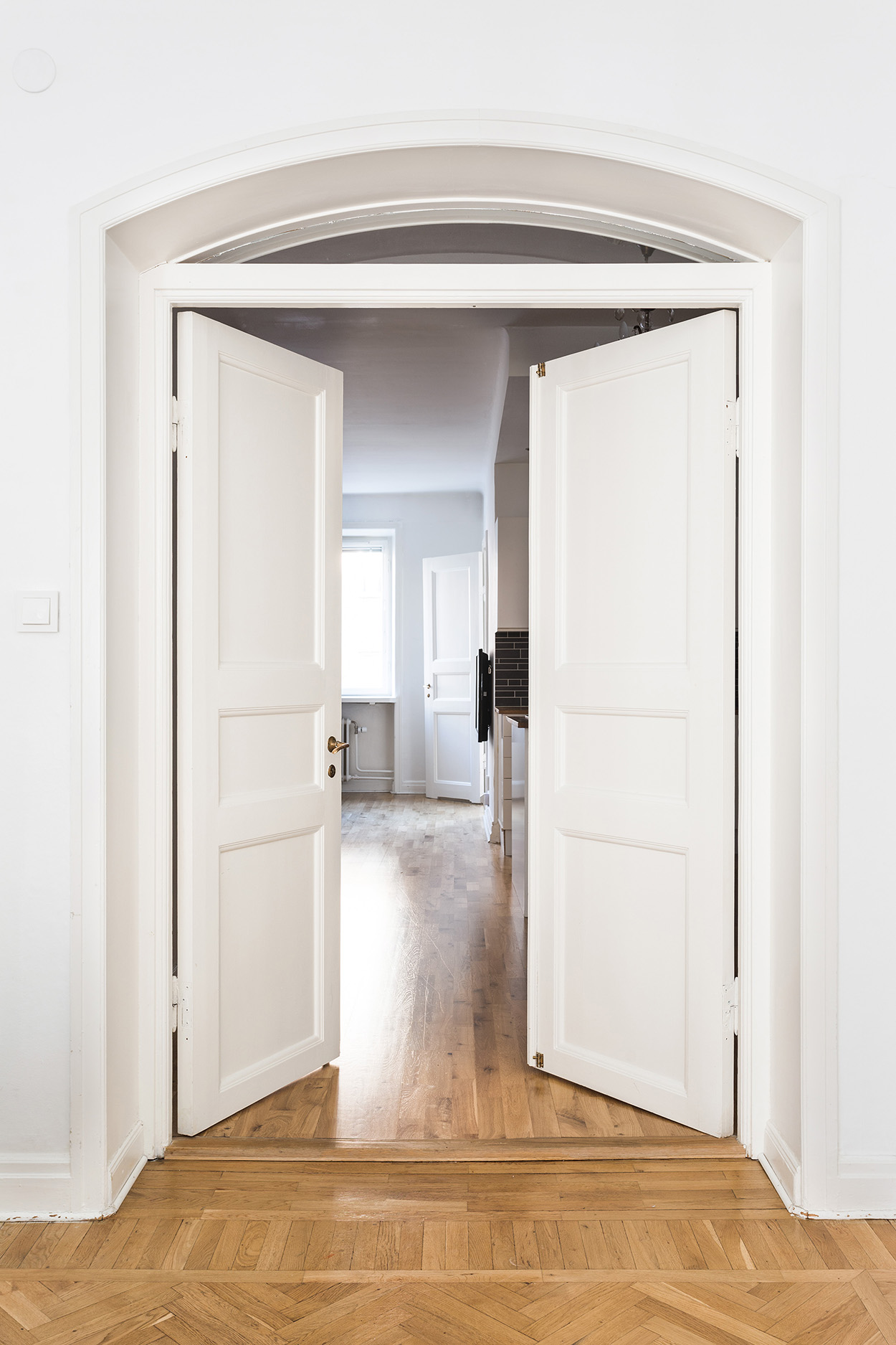 Sågargatan 17 livingroom Fantastic Frank sågargatan doors spegeldörr fiskbensparkett Fantastic Frank & Utvalda/ Selected Interiors 2016 #09 | Fantastic Franks blog