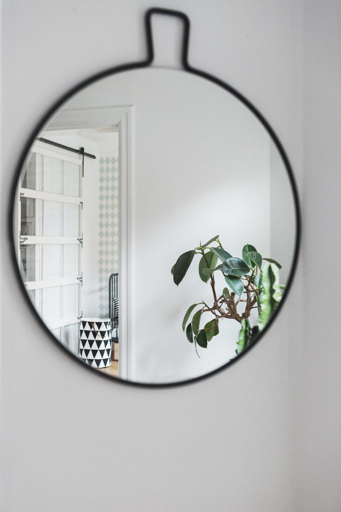 bohus gatan fantadtic frank mirror reflection bedroom therese_winberg_photography_stylist_emma_wallmen