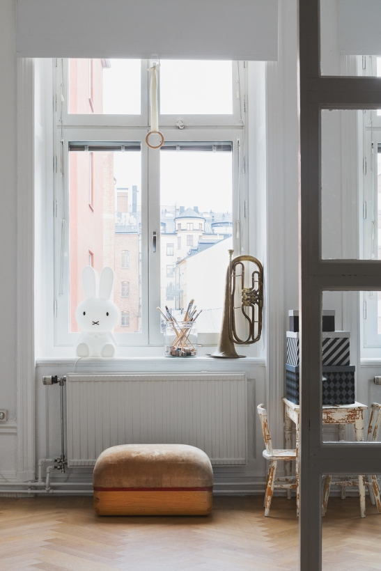 bohusgatan fantastic frank kids room plint cahbby chic brass trombone rabbit pencils boxes therese_winberg_photography_stylist_emma_wallmen