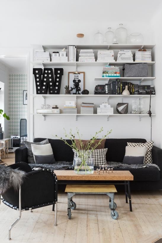 bohusgatan fantastic frank livingroom W books bookshelf therese_winberg_photography_stylist_emma_wallmen