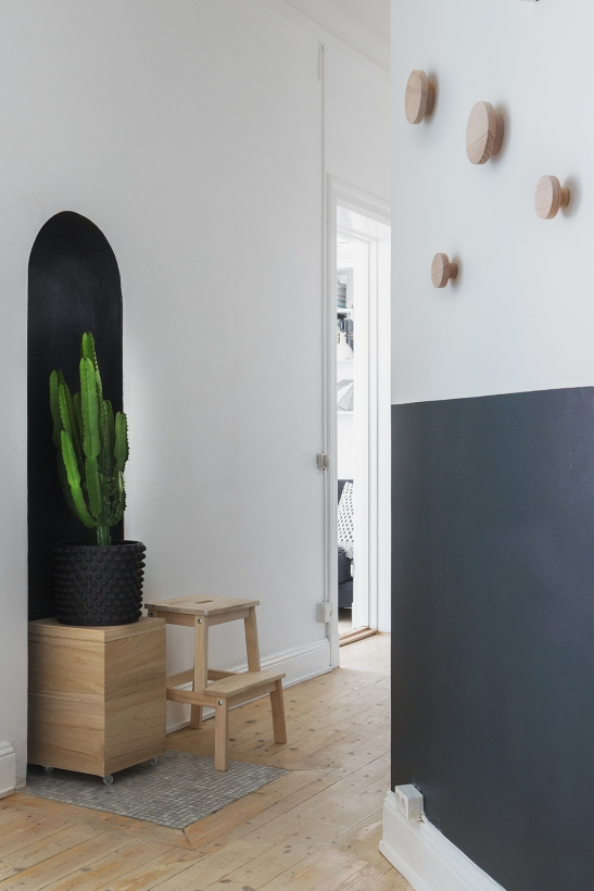 bohusgatan hallway black green white fantastic frank therese_winberg_photography_stylist_emma_wallmen