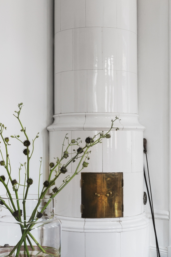 bohusgatan kakelugn flowers brass fantastic frank therese_winberg_photography_stylist_emma_wallmen