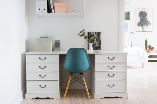 bondegatan therese_winberg_photography_stylist_emma_wallmen fantastic frank eames turqoise work space compact living
