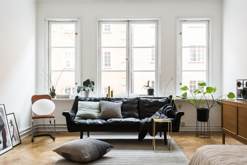 Erstagatan Åsa copparstad Mikael Axelsson Fantastic Frank livingroom leather sofa brass