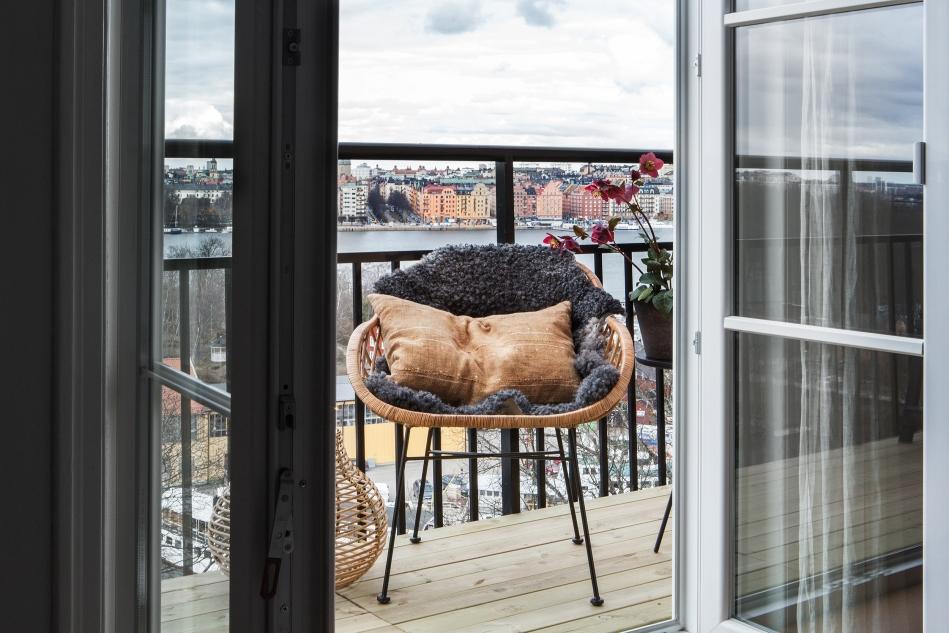 Heleneborgsgatan therese_winberg_photography_stylist_josefin_haag hååg fantastic frank balcony rotting fårfäll view