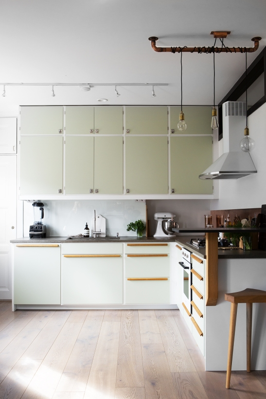 Heleneborgsgatan therese_winberg_photography_stylist_josefin_haag hååg fantastic frank kitchen green vintage wood brass