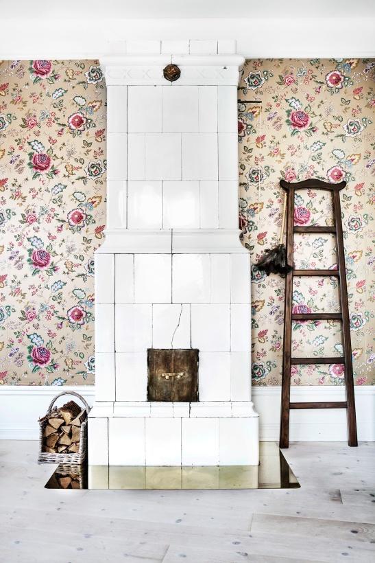 Högalidsgatan Fantastic Frank Anna Malmberg Linnéa Salmén kakelugn blommor wallpaper ladder wood