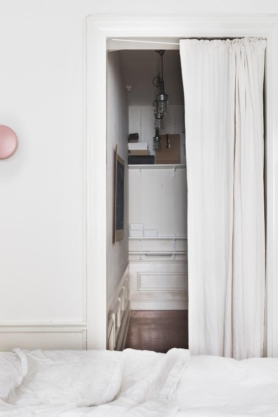 kapellgränd fantastic frank bedroom pink white linnen therese_winberg_photography_stylist_josefin_haag