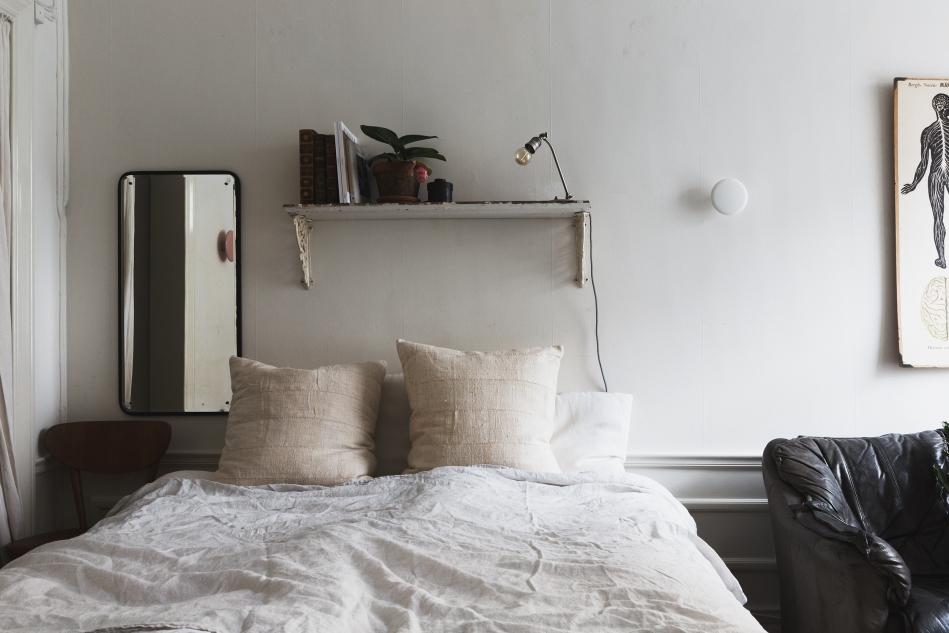 kapellgränd fantastic frank bedroom shelf morror human pillows therese_winberg_photography_stylist_josefin_haag