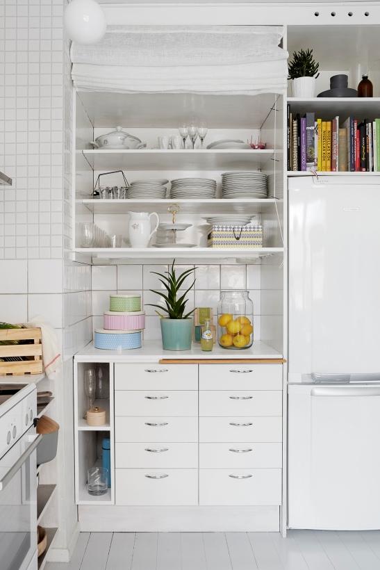 SIljansvägen Åsa Copparstad pastell lemon kitchen painted floor grey white fantastic frank.